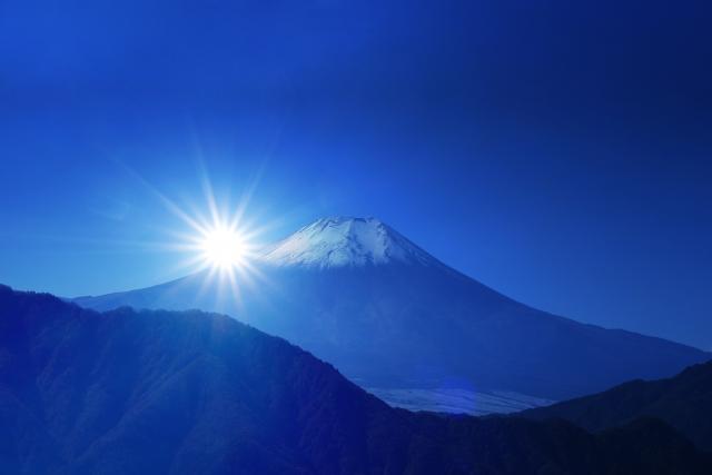 富士に昇る朝日